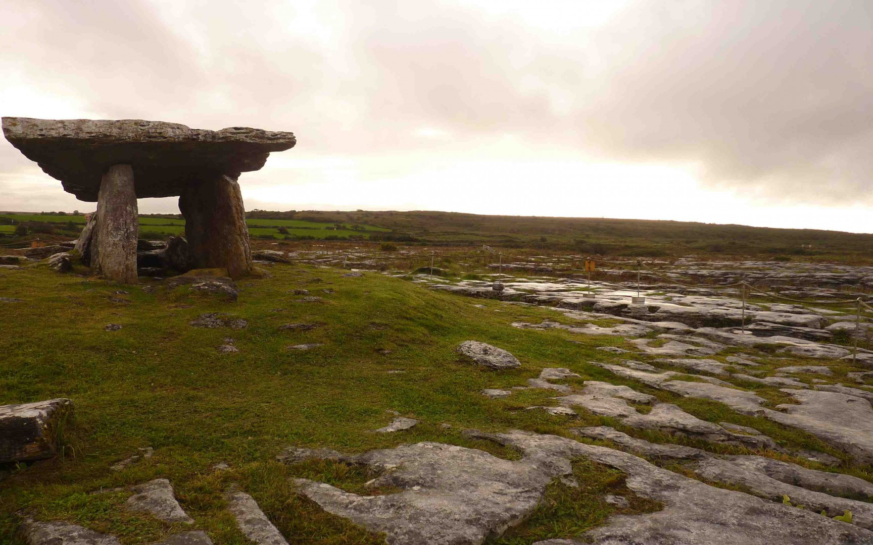 Dolmen de Poulnabrone, Burren, Clare
