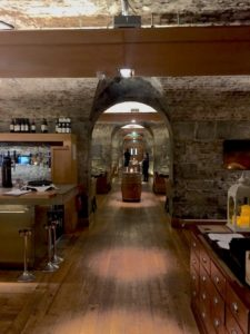 ely restaurant cave
